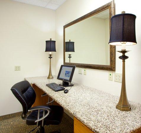 ดัมฟรายส์, เวอร์จิเนีย: Business Center