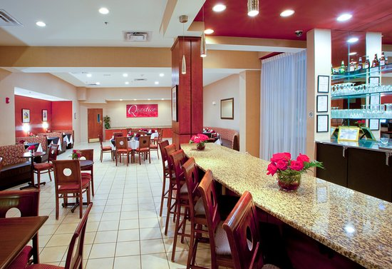 Dumfries, VA: Quantico Bar & Grill at the Holiday Inn Quantico Center