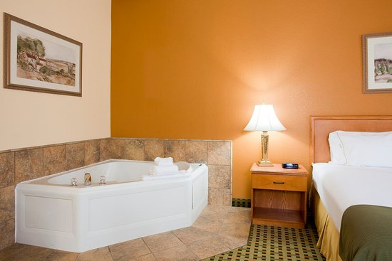 Holiday Inn Express Hesperia Victorville Jacuzzi Suite