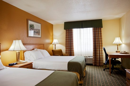 Holiday Inn Express Hesperia Victorville Two Queen Bed Suite