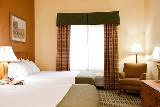 Holiday Inn Express Hesperia Victorville Queen Bed Guest Room