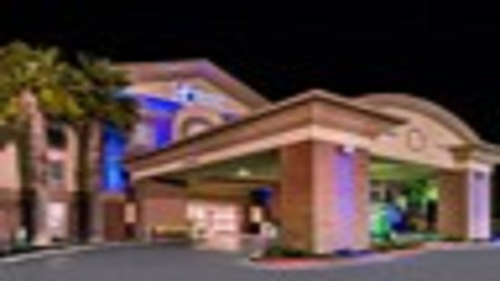 Woodland, CA: Hotel Exterior Night Shot