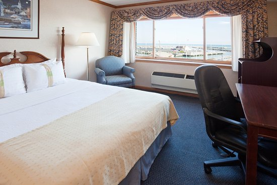 Port Washington, Висконсин: Deluxe Room at the Holiday Inn Harborview