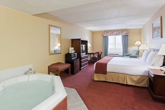 North Huntingdon, PA: Jacuzzi Suite