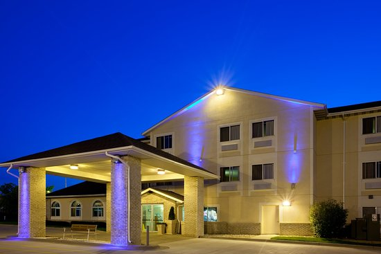 Lincoln, IL: Conveniently located between Springfield and Bloomington Illinois