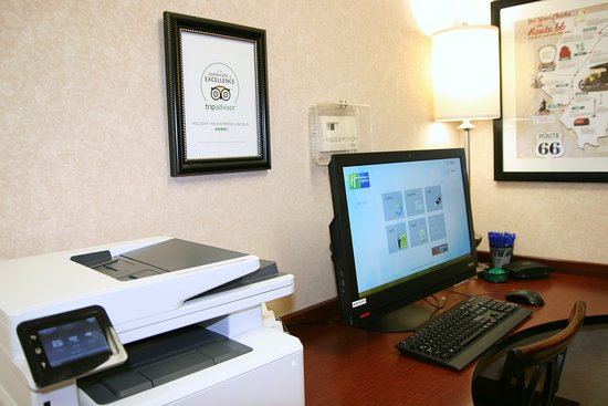 Lincoln, IL: Stay in touch with 24-hour access to our Business Center