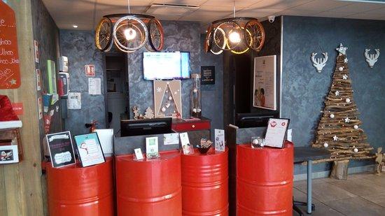 Vierzon, France: Reception Counter