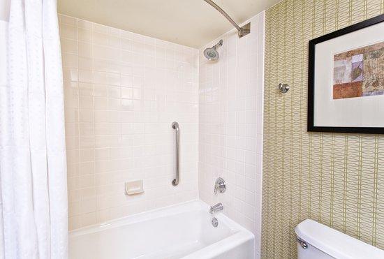 Brandon, FL: Guest Bathroom