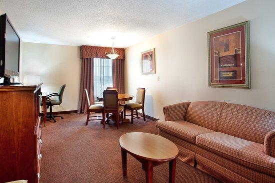 Sulphur, لويزيانا: Jacuzzi Suite Living Area