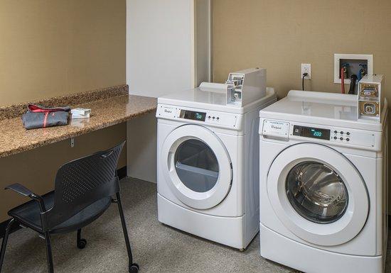 Holiday Inn Express Springfield: Laundry Facility