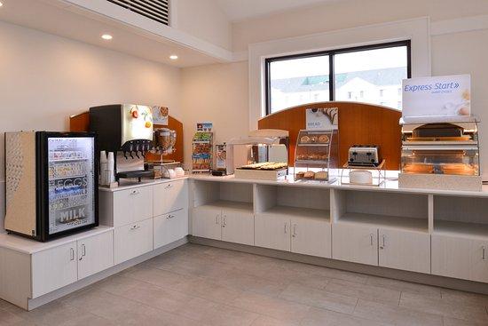 Holiday Inn Express Springfield: Express Start hot breakfast