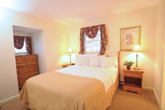 Northampton, MA: Two Room Suite w/ Kitchenette