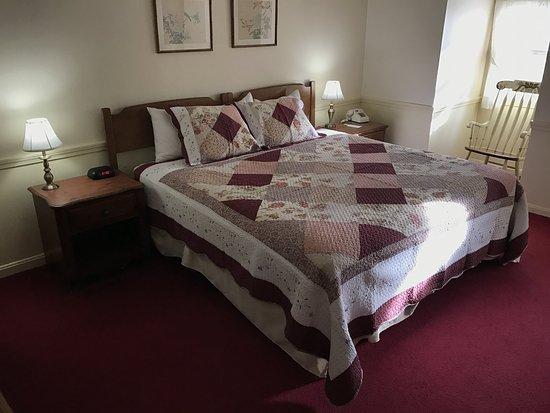 Northampton, MA: One King Bed