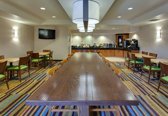 Millbrae, CA: Breakfast Room - Great Table