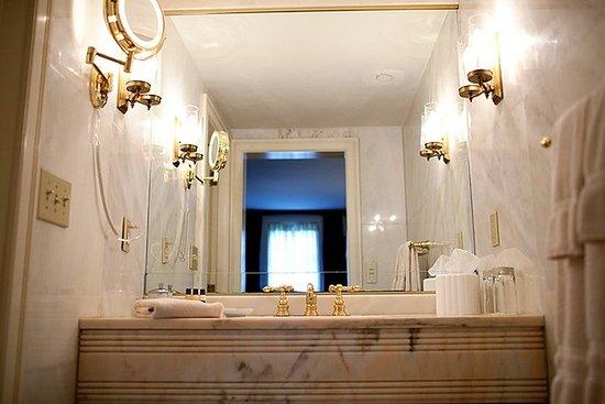 Bedford, NH: Luxury Suite Bathroom at the Inn