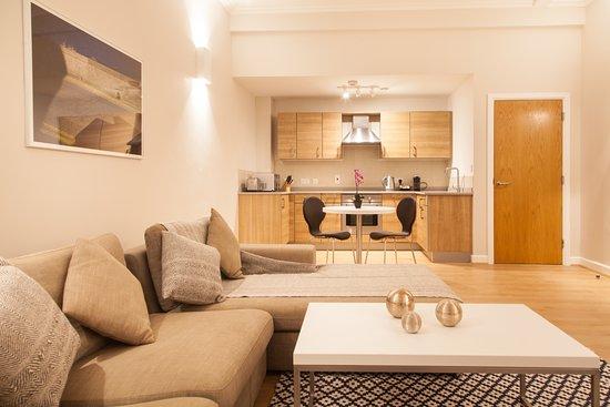 premier suites plus glasgow george square apartment reviews