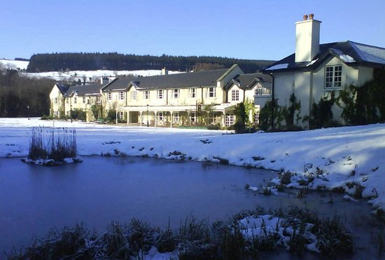Macreddin Village, Ireland: BrookLodge In the Snow