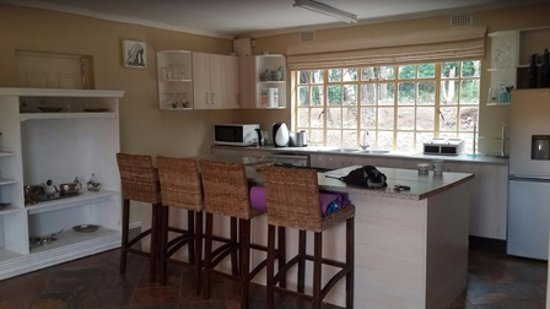 Hekpoort, South Africa: Kitchen/Dining Area