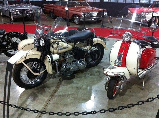 Moto harley davidson e motoneta vespa picture of box 54 for Location garage moto