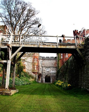 Ruthin Castle Hotel: Bridge