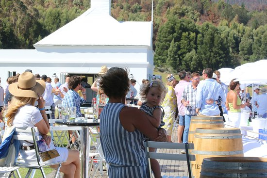 """Plettenberg Bay, Sydafrika: The """"stand side"""", with drinks and food available"""