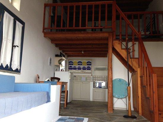 Studio with mezzanine - Bild von Anemismata Apartments, Tinos Town ...