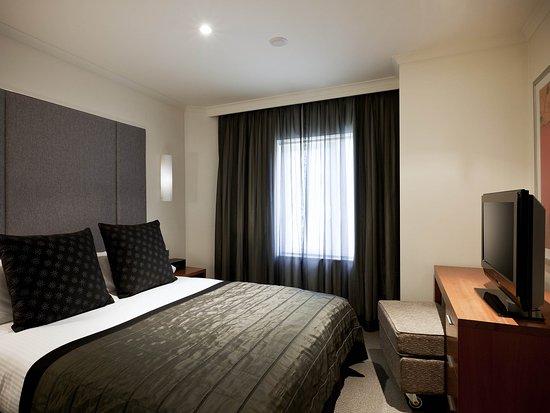 Quay West Suites Sydney: Guest Room