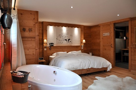 Champery, Switzerland: Deluxe double room