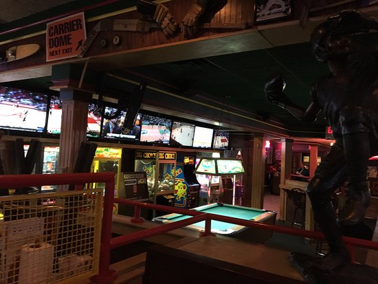 Liverpool, NY: Tully's - game area