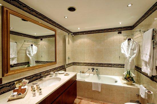 Swiss Diamond Hotel Lugano : Bathroom Deluxe At Swiss Diamond Lugano