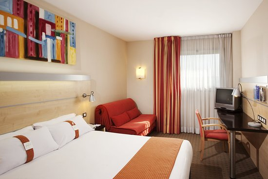 Express by Holiday Inn Montmelo : Relax in your cozy room