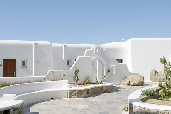 Mykonos Grand Hotel & Resort : Mykonian outdoor ambience at Mykonos Grand