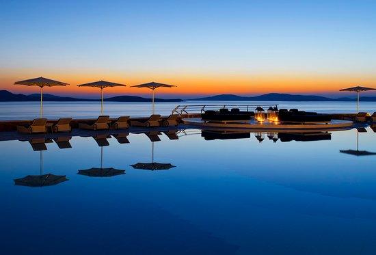 Mykonos Grand Hotel & Resort : Stunning sunset at Pool area of Mykonos Grand