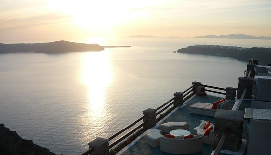 Tholos Resort: Restaurant by the end of the cliff