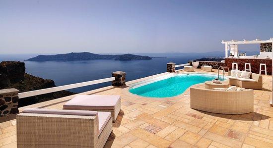 Tholos Resort: Outdoor patio