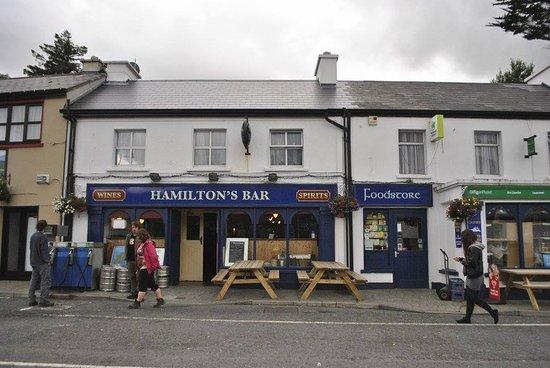 Leenane, أيرلندا: Hamilton's bar (and shop, post office)