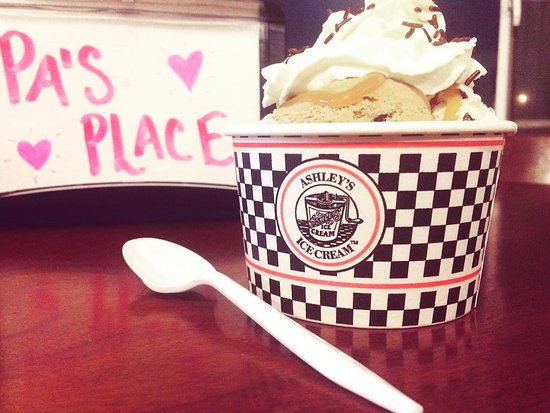 Guilford, CT: Ashley's Ice Cream at Pa's Place :)
