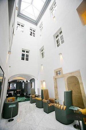 Skaritz Hotel & Residence: LOBBY