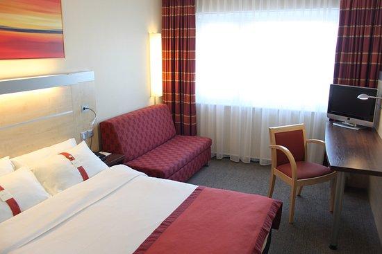 Leinfelden-Echterdingen, Tyskland: Queen Bed Guest Room