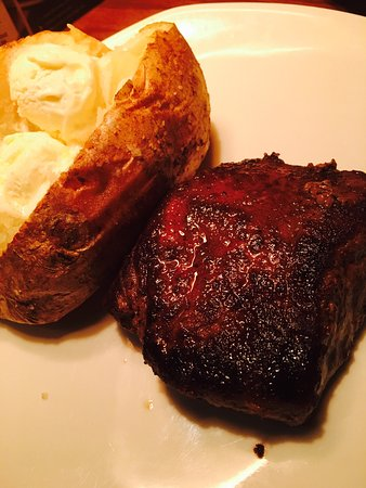 Bethlehem, PA: Victoria's Filet Mingon with Bake Potato and Ceaser Salad delicious!!!