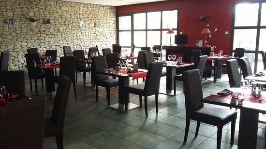 restaurant lou mistralou dans saint andiol avec cuisine. Black Bedroom Furniture Sets. Home Design Ideas