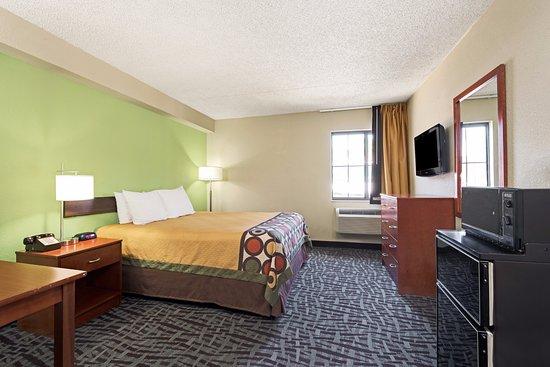 Super 8 by Wyndham Wichita East: Handicapped 1 Bed