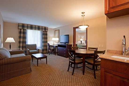 Holiday Inn Express Hotel & Suites Winona: 2 Room Suite
