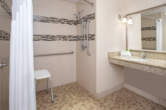 Holiday Inn Express Lexington-North Georgetown : Roll In Shower
