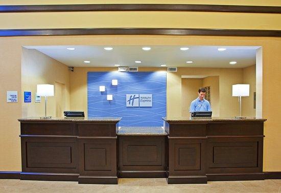 Holiday Inn Express Columbus - Dublin: Entrance