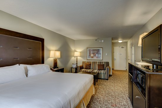 Holiday Inn Express Columbus - Dublin: King Bed Guest Room with Sleeper Sofa