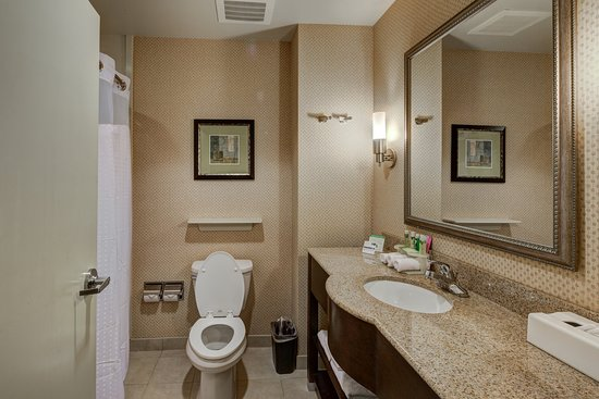 Holiday Inn Express Columbus - Dublin: Two Queen Beds Guest Bathroom