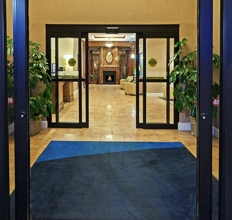 Welcome to Holiday Inn Express Houston-Alvin