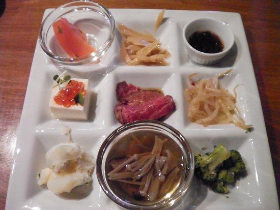 Toyoyama-cho, Japón: 9つの惣菜プレート