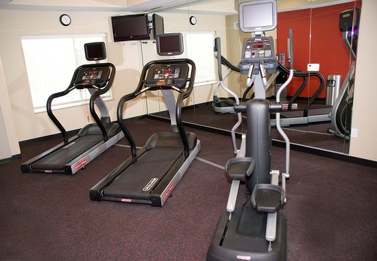 TownePlace Suites Fayetteville Cross Creek: Exercise Room